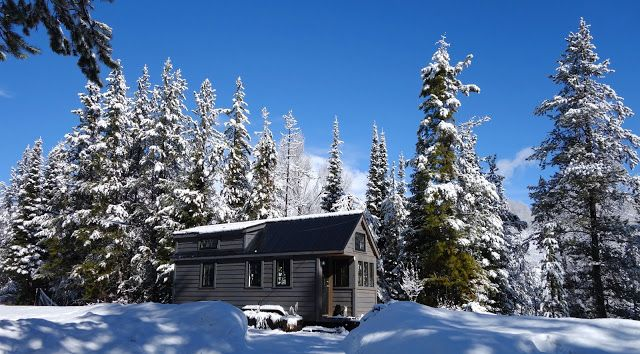 off-grid-tiny-house-on-wheels-exterior-views-on-winter